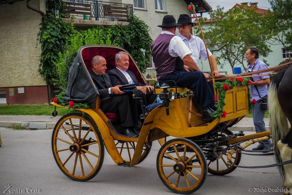 Praznovanje 60let dr. Bogdana Dolenca (L: župnik Boštjan, D: dr. Bogdan)